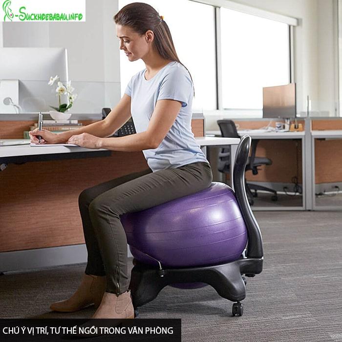 Bà bầu nên chú ý vị trí, tư thế ngồi trong văn phòng