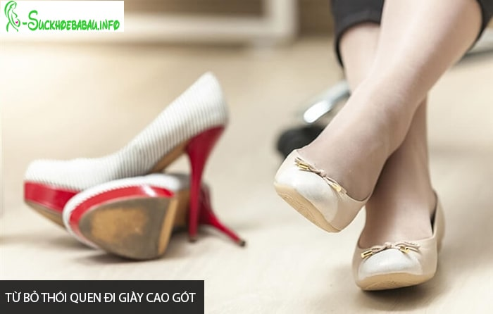 Bà bầu nên từ bỏ thói quen đi giày cao gót