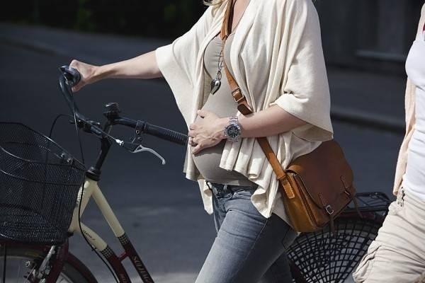 Bà bầu có nên đi xe đạp hay không