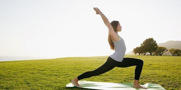 4 bài tập thể dục chữa đau lưng tốt cho dân văn phòng 3