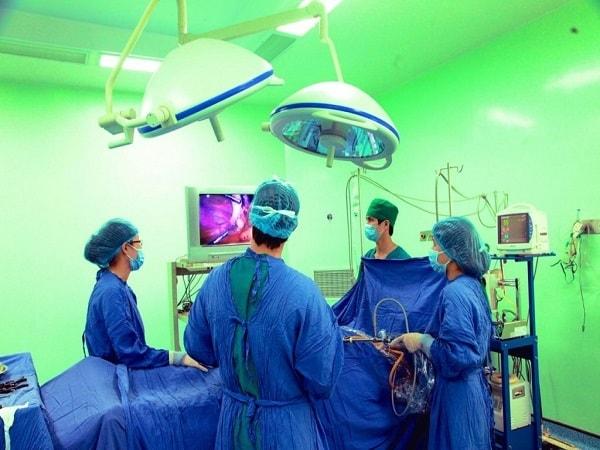 Phương pháp mổ nội soi điều trị thoát vị đĩa đệm cột sống lưng 1