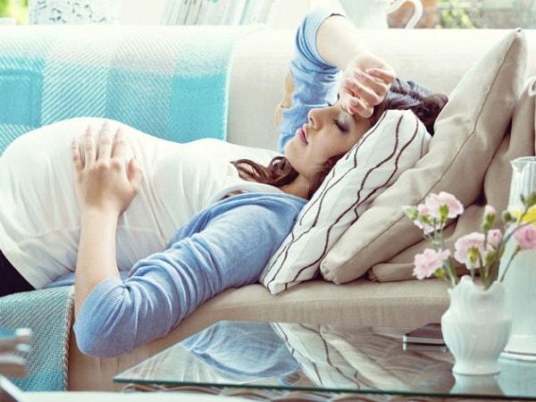 Bà bầu cần làm gì khi bị sốt?