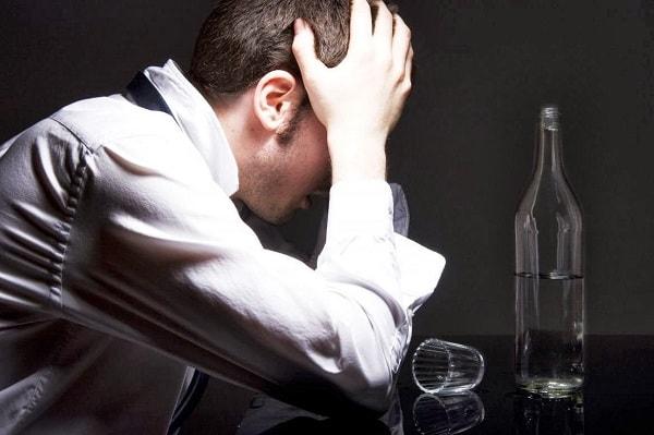 Mắc bệnh hoang tưởng do rượu bia – có đáng hay không? 1