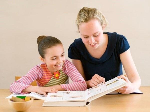 Chọn gia sư cho học sinh lớp 2, cha mẹ cần lưu ý gì?