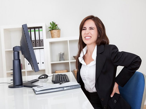 Người bệnh thường có những cơn đau lưng kéo dài hành hạ