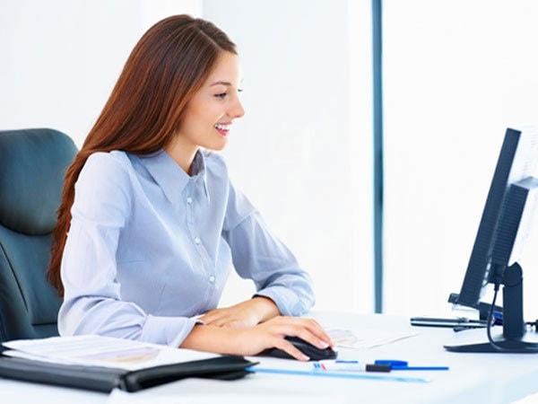 Cần có tư thế ngồi ngay ngắn, thẳng lưng khi làm việc