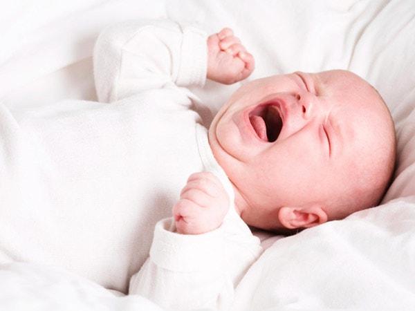 Trẻ sẽ quấy khóc khi bị tiêu chảy