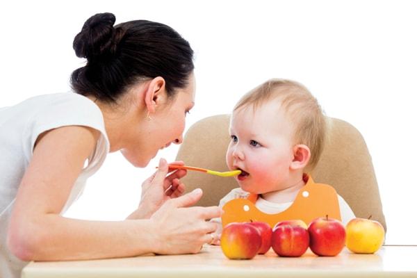 cách chăm sóc trẻ sinh non tại nhà 2