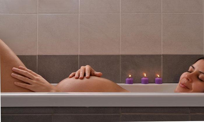 Mẹ bầu nên tắm nước nóng để đảm bảo sức khỏe