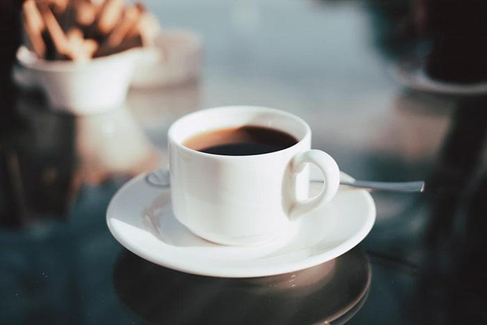 Bà bầu không nên uống quá nhiều cafe để tránh ảnh hưởng đến thai nhi