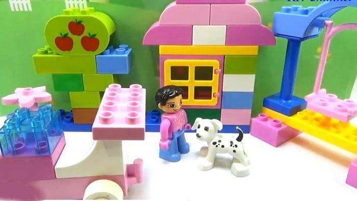 Trẻ 3 tuổi học tư duy logic qua trò chơi lắp ghép
