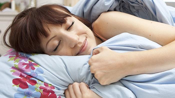 Ngủ đúng tư thế phương pháp tăng vòng 1 đơn giản hiệu quả