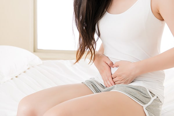 Đau bụng kèm đau, rát khi đi tiểu là dấu hiệu nhiễm trùng đường tiểu