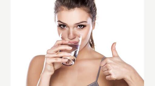 Uống nhiều nước - bí quyết giữ dáng sau sinh