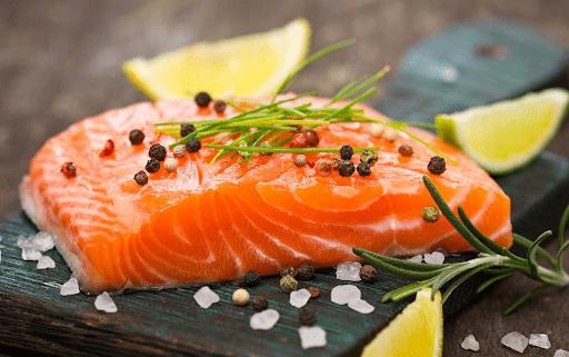 Mẹ nên ăn cá hồi với mức vừa đủ