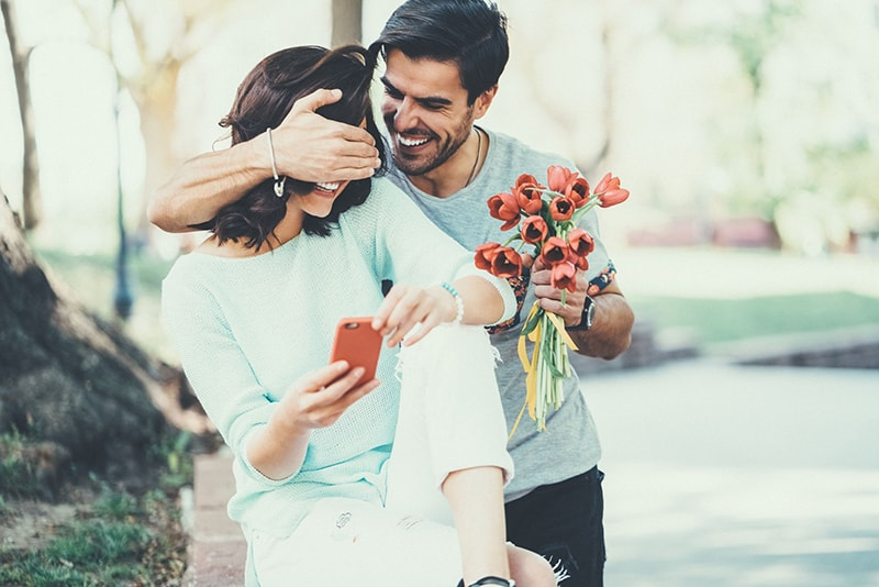 Cách tặng hoa dịp sinh nhật vợ cũng rất quan trọng