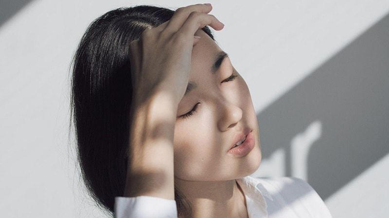 Sự thay đổi của làn da và mái tóc là dấu hiệu thường gặp ở phụ nữ tuổi 40